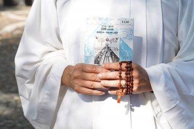 Oproep Paus Franciscus: Bid de rozenkrans